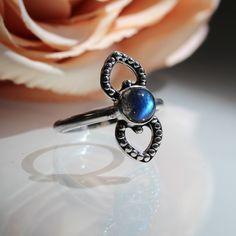 Queen Of Hearts Labradorite Ring