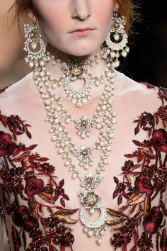 Marchesa at New York Fashion Week Fall 2016 - Details Runway Photos Couture Details, Fashion Details, Couture Fashion, Fashion Art, Fashion 2016, Marchesa Fashion, Marchesa Gowns, Pearl Necklace Designs, She Walks In Beauty