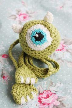 kungen & majkis: Virkat Monsters Inc-bokmärke. Med mönster.