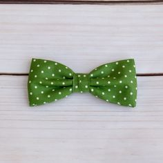 Pre tied bow tie - Apple green plain weave, small blue polka dots Notch