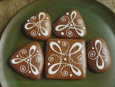 Hledání a pokusy :-) Galletas Cookies, Candy Cookies, Iced Cookies, Sugar Cookies, Cranberry Cookies, Gingerbread Decorations, Gingerbread Cookies, Cute Christmas Cookies, Desserts With Biscuits