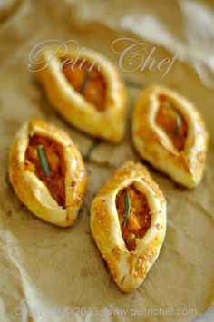The savory pie Turkish Recipes, Ethnic Recipes, Turkish Pizza, Savory Pastry, Pizza Bites, Bread And Pastries, Appetisers, Mediterranean Recipes, Finger Food