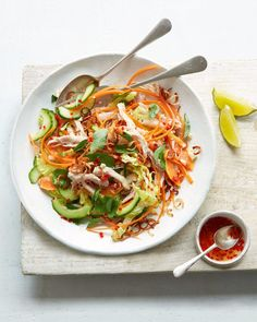 Shredded chicken, papaya and crunchy vegetables are coated in a sweet and sour dressing, then smattered with toasted peanuts in this Vietnamese salad. Chicken Salad Recipes, Healthy Salad Recipes, Healthy Dinners, Vietnamese Chicken Salad, Vietnamese Cuisine, Vietnamese Recipes, Peanut Recipes, Salad Topping, Salads