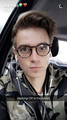 I love joe in glasses! Joe And Zoe Sugg, Joseph Sugg, Buttercream Squad, Sugg Life, Jack Maynard, British Youtubers, Zoella, Celebs, Celebrities