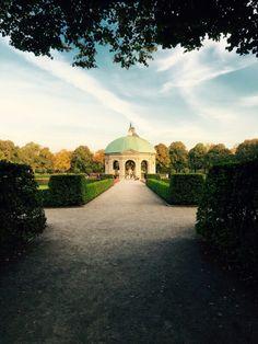 Perfekt für einen Wochenendtrip in München; plane einen Besuch im Hofgarten in München, Bayern. Ausflugsziel direkt im Stadtzentrum Münchens.