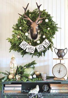 15 Beautiful Christmas Vignettes - brepurposed