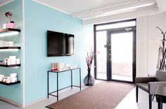 Beauty salon, waiting room, interior design. Kauneushoitola, odotushuone, sisustussuunnittelu. Skönhetssalong, väntrum, inredningsdesign.