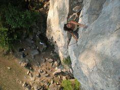 No mires para abajo, lo importante está hacia arriba #escalada #bulder