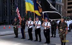 Во время военного парада в Чикаго по главной улице города пронесли флаг Украины Парад был посвящен Дню памяти