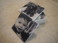 Travertine Photo Coasters Happy Birthday to my sweet Mama today! For one of her birthday gifts I made her these travertine photo coasters which turned out so cool (it was one of those projects that got my heart-rate up be… Photo Tile Coasters, Picture Coasters, Diy Coasters, Homemade Coasters, Marble Coasters, Diy Photo, Photo Craft, Grandparent Photo, Photo Tiles