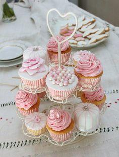 Twitter / AtelierSucreme: Cupcakes de limón y cereza con swiss buttercream de cereza