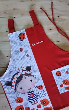 Sewing Projects, Projects To Try, Childrens Aprons, Cute Aprons, Uniform Design, Sewing Aprons, Diy Home Crafts, Applique Designs, Sewing Patterns