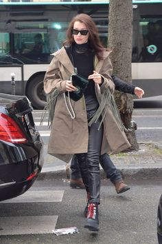 Bella Hadid Out for Shopping in Paris 01/23/2017. Celebrity Fashion and Style | Street Style | Street Fashion