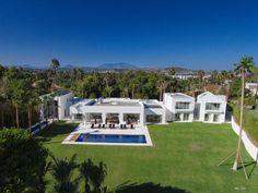 Une villa espagnole construite entre ombre et lumière par Valentin de Madariaga