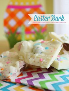 Easter/Spring Bark. Easy and fun recipe. #BunnyTrail