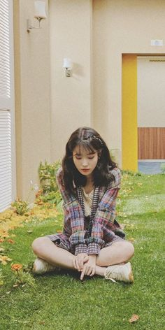 Look how cute she's❤️❤️❤️❤️❤️❤️❤️❤️ Iu Fashion, Korean Fashion, J Pop, Korean Celebrities, Korean Actresses, Ulzzang Girl, Korean Singer, Kpop Girls, Girl Crushes