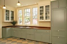 Are you trying to find ideas about one wall kitchen design? If so, here is our list of the best one wall kitchen layouts for you. Kitchen Design Styles, Kitchen Plans, Green Kitchen Cabinets, Kitchen Designs Layout, Kitchen Design, Kitchen Remodel, Kitchen Renovation, One Wall Kitchen, Country Kitchen