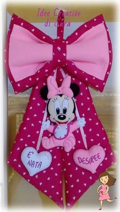 coccarda/ fiocco nascita Minnie Minnie Mouse Pinata, Minnie Baby, Baby Disney, Baby Door Decorations, Felt Banner, Knit Pillow, Cozy Blankets, Paper Cover, Cute Images