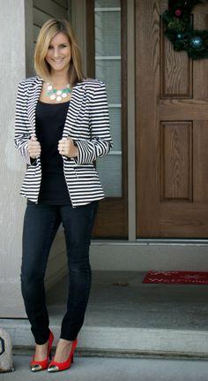 Cute Blazer Outfits For Women Blazer women outfit 52 Striped Blazer Outfit, Blazer Outfits For Women, Look Blazer, Striped Jacket, Casual Work Outfits, Business Casual Outfits, Office Outfits, Work Attire, Work Casual