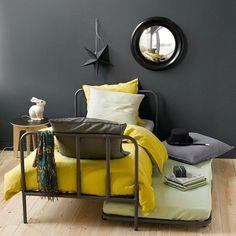 Inspiré des échafaudages, ce lit revisite le mobilier industriel avec brio