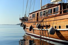 Passeio de guleta na Riviera Turca Sailing Ships, Boat, Road Maps, Sidewalk, Dinghy, Boats, Sailboat, Tall Ships