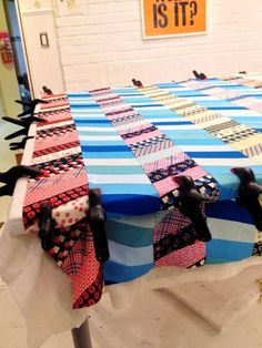 Pin baste quilt on table top
