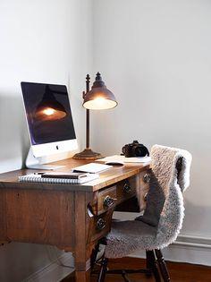 Minimal Design, Modern Vintage, Workspace Inspiration, Simple Elegance, Home Office Decor Workspace Inspiration, Room Inspiration, Interior Inspiration, Simple Desk, Home Office Space, Home Interior, Interior Office, Interior Styling, My New Room