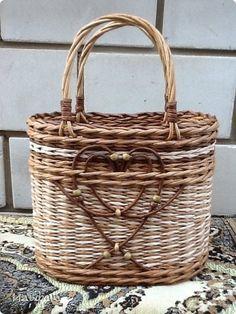 Поделка изделие Плетение Сумочка для внучки Бумага газетная Трубочки бумажные фото 1