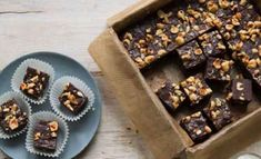 The recipe for these dark chocolate and hazelnut (Nutella) fudge bars are a holiday favorite. Edible Magazine, Hazelnut Recipes, Nutella Fudge, Greek Sweets, Christmas Sweets, Cold Meals, Chocolate Hazelnut, Dessert Recipes, Desserts