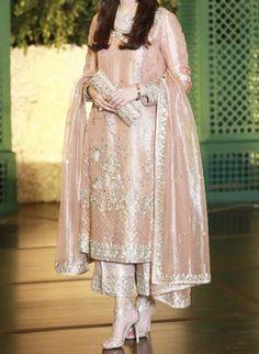 Pakistani Fancy Dresses, Fancy Wedding Dresses, Pakistani Fashion Party Wear, Party Wear Lehenga, Pakistani Wedding Dresses, Pakistani Dress Design, Party Wear Dresses, Indian Dresses, Indian Outfits