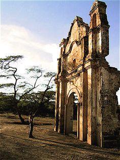 Carora, Lara. Ruinas de Buria, pertenecen al templo del poblado Nuestra Señora del Carmén (1749), antes fue el primer asentamiento de la Ciudad de Barquisimeto (1552), queda en la vía a Sanare.