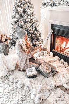 Christmas Date, Christmas Mood, White Christmas, Christmas Living Rooms, Christmas Aesthetic, Christmas Decorations, Holiday Decor, Christmas Pictures, Christmas Inspiration