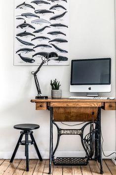 15 Ideas Sewing Machine Desk Ideas Ikea Table For 2019 Singer Table, Singer Sewing Tables, Sewing Machine Desk, Vintage Sewing Machines, Table Ikea, Ikea Desk, Table Desk, Deco Table, Mesa Singer