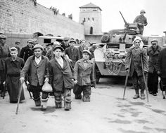 Handicapped Soviet and Polish prisoners in front of a tank of the Armored Division, US Third Army. This photograph was taken at the Mauthausen concentration camp immediately after liberation. Austria, May Disabled People, Persecution, The Victim, World History, Ww2 History, Military History, World War Two, Historical Photos, Tanks