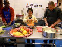 Koken enkletsen in zorgboerderij De Mikkelhorst.  In samenwerking met de Mikkelhorst organiseert Vluchtelingenwerk Torion elke maand multicultureel Koken & Kletsen: een geheel verzorgd diner ...