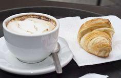 Itália - O café da manhã italiano é considerado uma refeição de paladar doce. Geralmente consiste na escolha de um dos variados tipos de café - o capuccino é um dos mais pedidos -, acompanhado de um delicioso cornetto (croissant) ou pão fresquinho, que podem ser recheados com creme, geleias, creme de avelã ou chocolate.