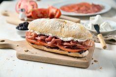 Panino Washington - Prosciutto crudo, formaggio Caprino, pomodoro, patè di olive nere