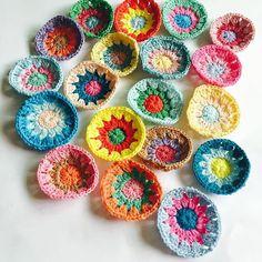 #코바늘#손뜨개#핸드메이드 #motiveblanket #handmade #crochetaddict #썬버스트#털실나라면사#sunburstgrannysquare #crochetlove #모티브블랭킷#motiveblanket