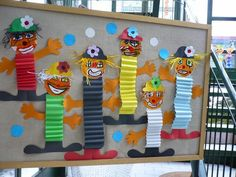 Clown with accordion body idea Clown Crafts, Circus Crafts, Carnival Crafts, Kids Carnival, Hobbies And Crafts, Diy And Crafts, Crafts For Kids, Arts And Crafts, Paper Crafts