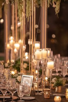 Beautiful candlelight glow set the mood for this warm & welcoming wedding reception! Photo: @collinpierson // Floral design: @limanidesigns