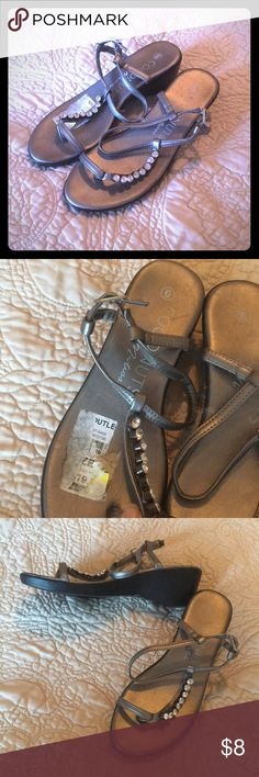 IN BUNDLE ONLY! Coconuts by Matisse These are size 6, with tag on it. Bottoms are great but I bought these on clearance so they look scurry where your foot goes in. Even though they weren't worn   See pic. They have been in closet a long time lol silverish gold color Matisse Shoes