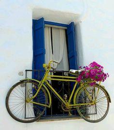 Ideas para decorar un casa con bicicletas antiguas http://manualidadesfacil.es/ideas-para-decorar-una-casa-con-una-bici-antigua/