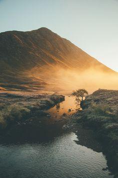 Glen Coe in Scotland. Landscape Photography, Nature Photography, Travel Photography, Beautiful World, Beautiful Places, Places To Travel, Places To Visit, Glen Coe, Fotografia Macro