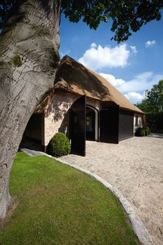 African House, Porch Veranda, Dutch House, Belgian Style, Carports, Thatched Roof, House Landscape, Garage House, Log Homes