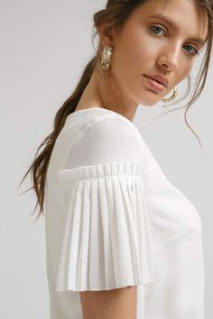 Shirts for Women Kurti Sleeves Design, Sleeves Designs For Dresses, Kurti Neck Designs, Dress Neck Designs, Fancy Blouse Designs, Saree Blouse Designs, Sleeve Designs, Chic Outfits, Fashion Outfits