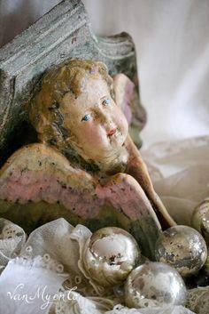 Tussen Hemel en Aarde : console met engel
