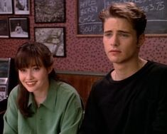 All the reasons why Brenda Walsh was SO much better than Brandon Walsh - Hello Giggles Beverly Hills 90210, Brandon Walsh, Beverly Hils, Jason Priestley, College Guys, Shannen Doherty, Luke Perry, Weak In The Knees, Fine Boys