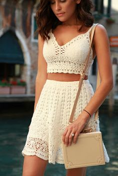 Street style | Off white crochet crop top and high waist skirt