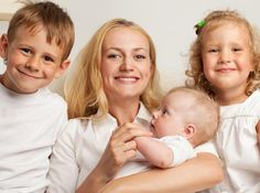 5 выводов мамы, родившей троих детей  1. Все дети – разные. Даже если они родились в семье с одинаковыми родителями и воспитываются по одним и тем же принципам, все равно дети будут разными. И это прекрасно, потому что они могут чему-то научить вас!  2. Со временем появляется терпение и спокойствие. Удивительно, но факт. Именно спокойствие. Мамы, которые воспитали нескольких детей, уже не переживают из-за того, ест много или наоборот – очень мало. Из-за кашля или соплей, ОРВИ. Это совершенно…