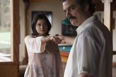 Image of Wagner Moura and Martina CGarcia in Narcos Season 2